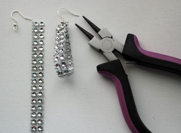 attach earring wire