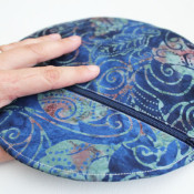 hand held circle clutch