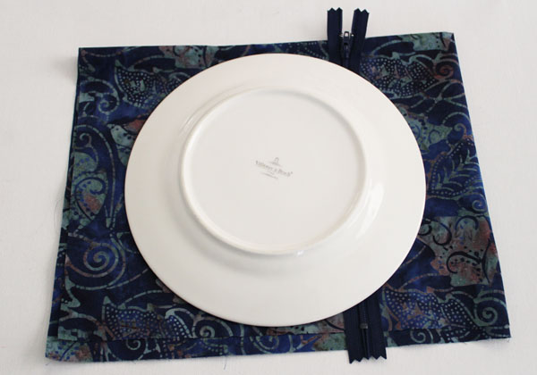 place plate to trace