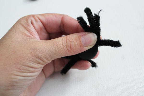 twist legs on spider body