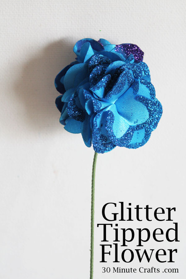 glitter tipped flower tutorial at 30 Minute Crafts