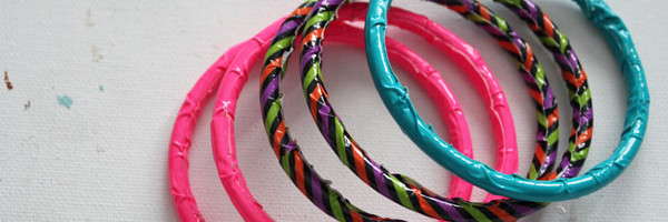tutorial for how to make duck tape bangle bracelets