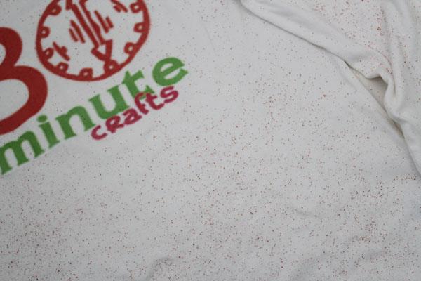sprinkle dye on shirt