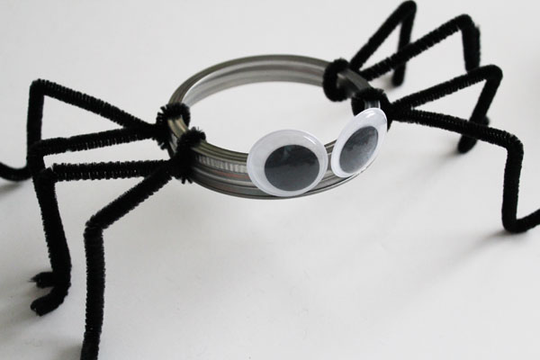Make a Mason Jar Lid Spider