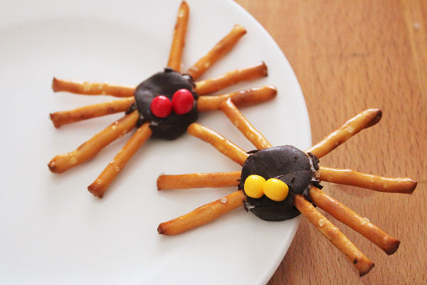 simple halloween spider snack