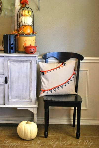 make a no sew halloween pillow to add to your decor