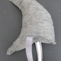 make a shark fin headband