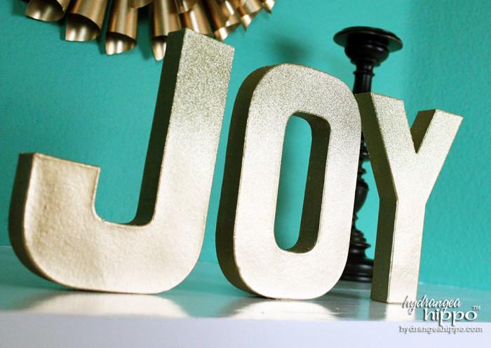 JOY-Ombre-Glitter-Letters-by-Jennifer-Priest-of-hydrangeahippo-with-Krylon-Spray-Paint-2-700x496