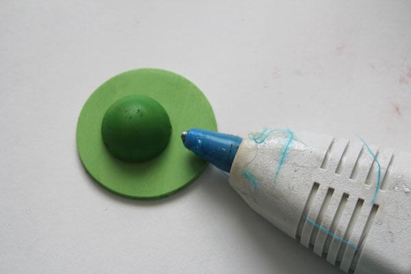 glue the egg