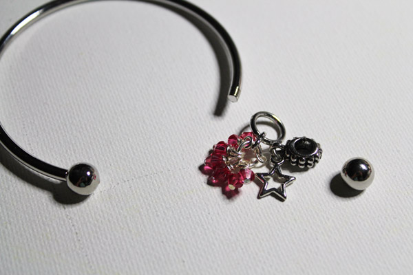 put charms on bracelet