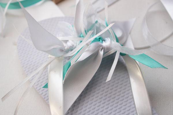 keep tying ribbons