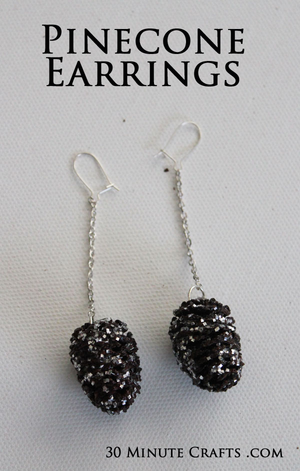 Make these glittery pinecone earrings in just a few minutes using a few basic supplies!