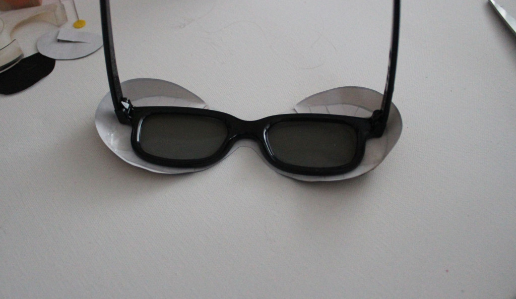 tape to glasses