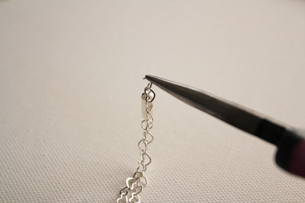attach magnetic clasp