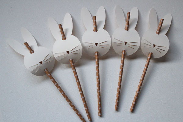 put bunnies on straws
