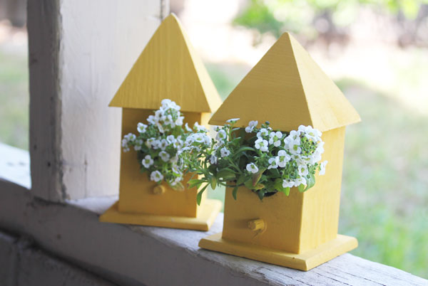 finished birdhouse planters