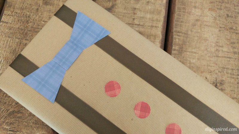 Fathers-Day-Gift-Wrapping-with-Bow-Tie-and-Suspenders