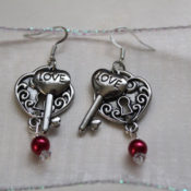 DIY lock and Key earrings - perfect for Valentine's Day
