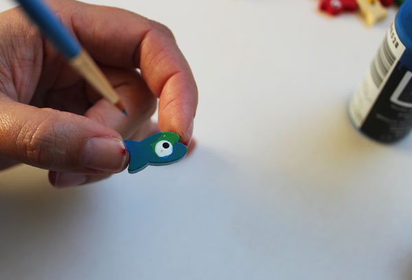 paint wooden fish beads