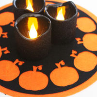 make a pumpkin candle mat