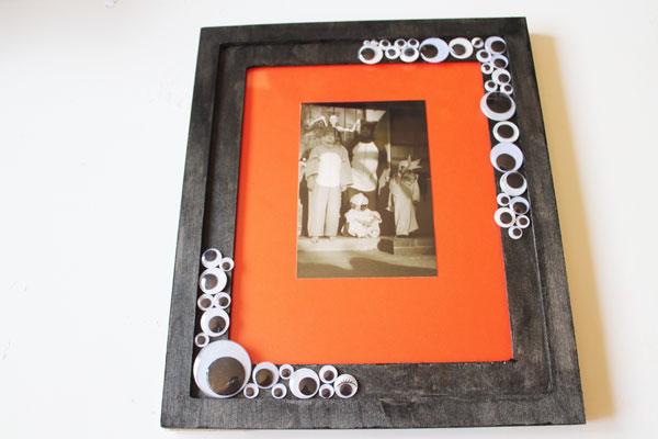 finished googly eye photo frame