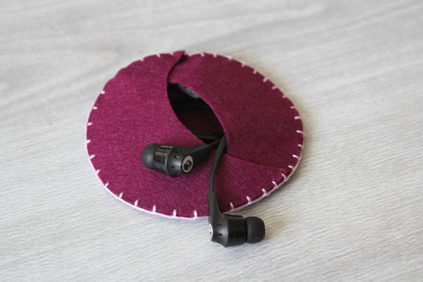 DIY Felt Earbud Case - super simple to stitch up in just 15 minutes!