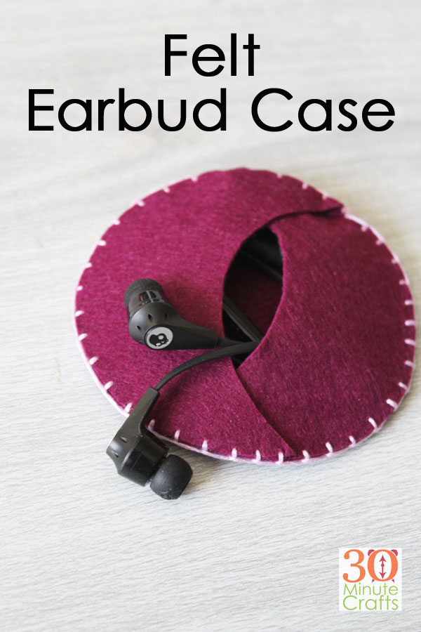 DIY Felt Earbud Case - this little earbud case is super simple to stitch up, and so handy! The perfect way to store your earbuds and keep cords from getting tangled!