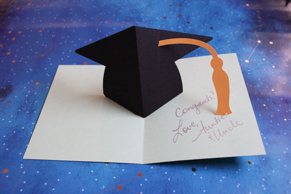 finished pop up graduation card
