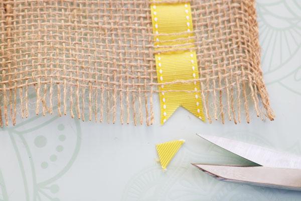 trim ribbon into point