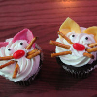 cat face cupcakes that are actually easy to make!